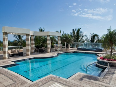 Appartement en copropriété for sales at PARK SHORE - REGENT 4101  Gulf Shore Blvd  N PH 1 Naples, Florida 34103 États-Unis