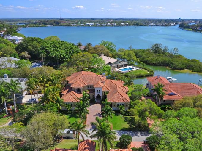 Частный односемейный дом for sales at ENCHANTED ISLES 457  Anchorage Dr   Nokomis, Флорида 34275 Соединенные Штаты