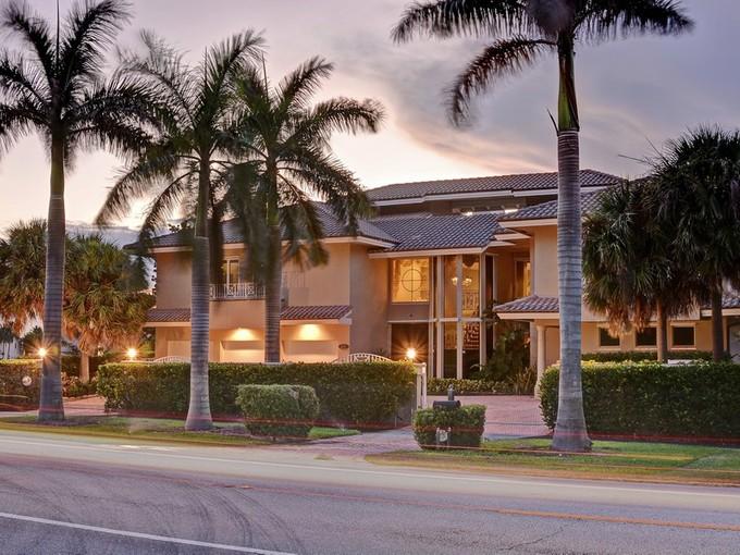 Casa Unifamiliar for sales at 2564 S Ocean Blvd , Highland Beach, FL 33487    Highland Beach, Florida 33487 Estados Unidos