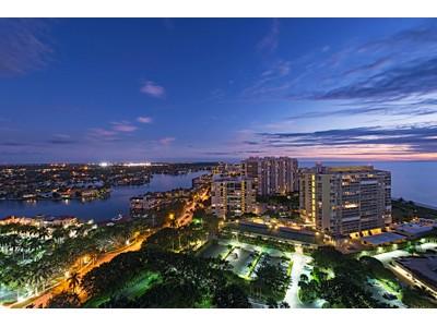 Кооперативная квартира for sales at PARK SHORE - PROVENCE 4151 N Gulf Shore Blvd PH 4 South   Naples, Флорида 34104 Соединенные Штаты