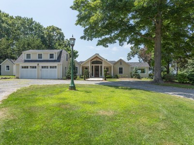 Villa for sales at Cape 140 Old Winkle Point Rd  Northport, New York 11768 Stati Uniti
