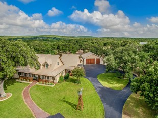 Casa Unifamiliar for sales at Hill Country Retreat in Persimmon Hill 1359 E Ammann Rd Bulverde, Texas 78163 Estados Unidos