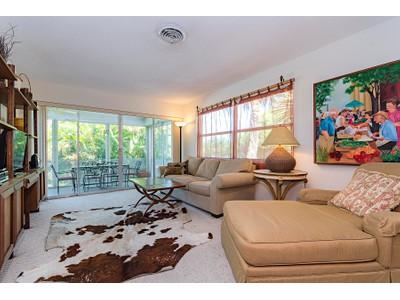 Maison unifamiliale for sales at THE MOORINGS - GRAND PRIX APTS 820  Ketch Dr Naples, Florida 34102 États-Unis