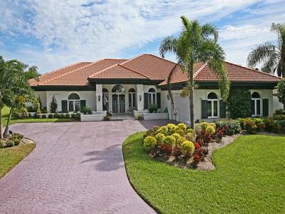 Nhà ở một gia đình for sales at WYNDEMERE - LODGINGS 22  Bramblewood Pt Naples, Florida 34105 Hoa Kỳ
