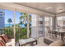 콘도미니엄 for sales at VANDERBILT BEACH - PHOENICIAN SANDS 9155  Gulf Shore Dr 301   Naples, 플로리다 34108 미국