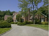 Villa for sales at Colonial    Lattingtown, New York 11560 Stati Uniti