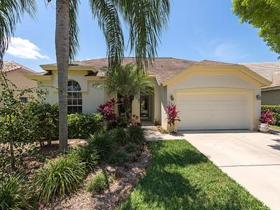 Casa Unifamiliar for sales at ORCHARDS - ORCHARDS 7900  Gardner Dr Naples, Florida 34109 Estados Unidos
