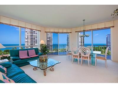 Кооперативная квартира for sales at PARK SHORE - BAY SHORE PLACE 4255  Gulf Shore Blvd  N 706  Naples, Флорида 34103 Соединенные Штаты