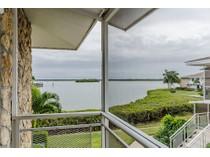 Appartement en copropriété for sales at ISLES OF CAPRI - TARPON VILLAGE 330  Kon Tiki Dr F4   Naples, Florida 34113 États-Unis