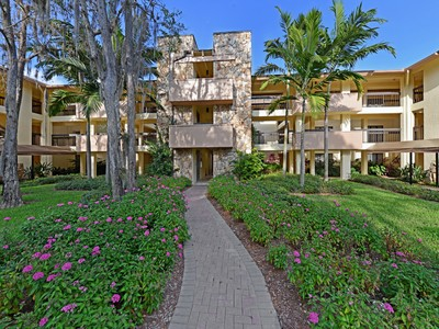 Condominium for sales at WYNDEMERE - COMMONS AT WYNDEMERE 100  Wyndemere Way 304 Naples, Florida 34105 United States