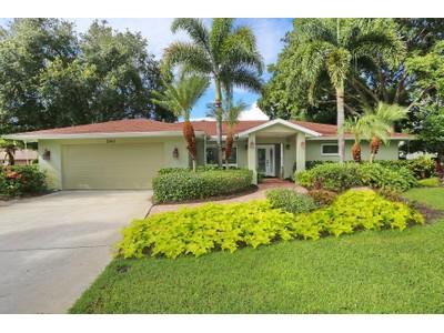 Частный односемейный дом for sales at COUNTRY PLACE 3941  Country View Ln Sarasota, Флорида 34233 Соединенные Штаты