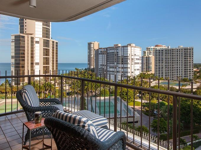 Condominio for sales at PARK SHORE - PARK SHORE TOWER 4251  Gulf Shore Blvd  N 12B Naples, Florida 34103 Stati Uniti