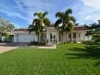 Maison unifamiliale for sales at PHILLIPPI GARDENS 5645  America Dr Sarasota, Florida 34231 États-Unis