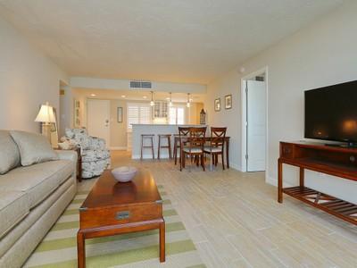 Кооперативная квартира for sales at CRYSTAL SANDS 6300  Midnight Pass Rd 1111 Sarasota, Флорида 34242 Соединенные Штаты