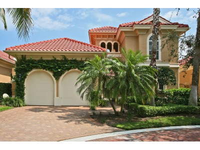 Vivienda unifamiliar for sales at PELICAN BAY - VILLA LA PALMA 8812  La Palma Ln  Naples, Florida 34108 Estados Unidos