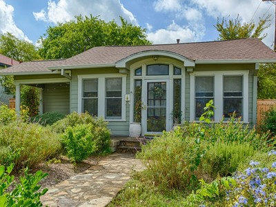 Villa for sales at Beautiful Bungalow in Mahncke Park 500 Queen Anne Ct  San Antonio, Texas 78209 Stati Uniti