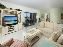 Appartement en copropriété for sales at MARCO ISLAND - CAMELOT 961  Collier Ct 205   Marco Island, Florida 34145 États-Unis