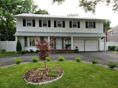 단독 가정 주택 for sales at Colonial 25 Nancy Dr Westbury, 뉴욕 11590 미국