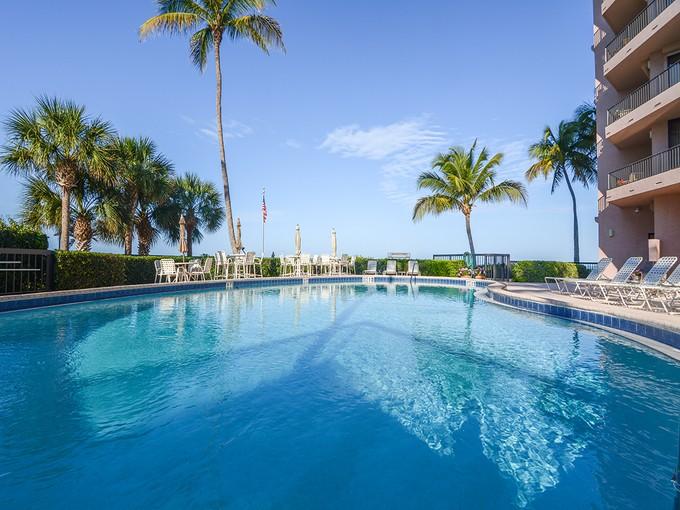 共管式独立产权公寓 for sales at MARCO ISLAND - SANDPIPER 850 S Collier Blvd 1702 Marco Island, 佛罗里达州 34145 美国
