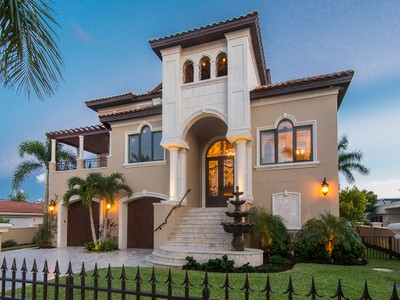 Maison unifamiliale for sales at ISLES OF CAPRI 8 W Pelican St Naples, Florida 34113 États-Unis