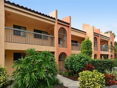 Nhà chung cư for sales at SARASOTA 800  Hudson Ave 208 Sarasota, Florida 34236 Hoa Kỳ