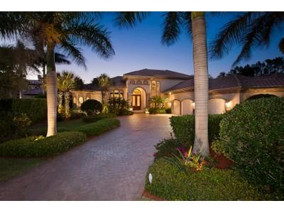 Einfamilienhaus for sales at PARK SHORE 315  Pirates Bight  Naples, Florida 34103 Vereinigte Staaten