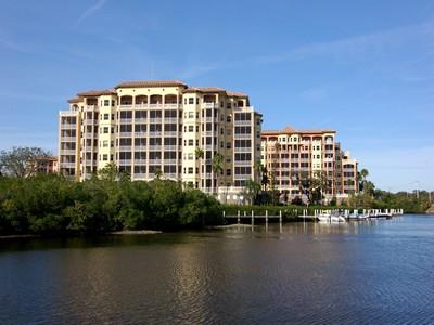 Nhà chung cư for sales at PHILLIPPI LANDINGS 5591  Cannes Cir 403 Sarasota, Florida 34231 Hoa Kỳ
