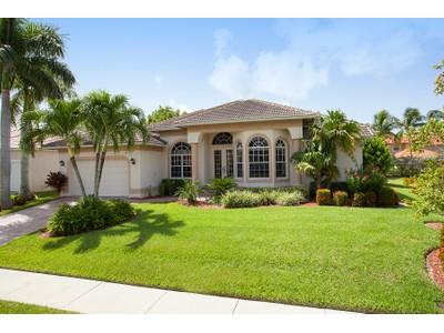 Casa para uma família for sales at MARCO ISLAND - FIELDSTONE DRIVE 1025  Fieldstone Dr Marco Island, Florida 34145 Estados Unidos