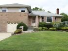 Maison unifamiliale for  sales at Split 10 Avon Rd Farmingdale, New York 11735 États-Unis