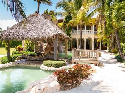 Maison unifamiliale for sales at 2308 NE 30th Ct , Lighthouse Point, FL 33064  Lighthouse Point, Florida 33064 États-Unis