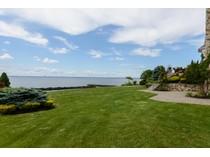 Condominio for sales at Homeowner Assoc 40 Pembroke Dr   Glen Cove, New York 11542 Stati Uniti