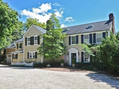 Casa para uma família for sales at Colonial 1191 Elinor Rd  Hewlett Bay Park, Nova York 11557 Estados Unidos