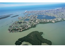 Land for sales at ESTATES - CAXAMBAS DRIVE 945  Caxambas Dr   Marco Island, Florida 34145 Vereinigte Staaten