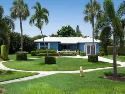 Maison unifamiliale for sales at MARCO ISLAN D- N BARFIELD DR 524  Barfield Dr  N  Marco Island, Florida 34145 États-Unis