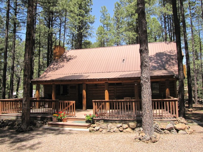 Частный односемейный дом for sales at Beautiful Log Cabin in Most Desirable Guard Gated White Mountain Summer Homes 2040 Jackrabbit   Pinetop, Аризона 85935 Соединенные Штаты