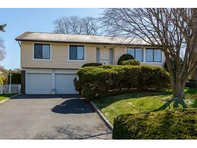 단독 가정 주택 for sales at Hi Ranch 243 Walnut Rd Glen Cove, 뉴욕 11542 미국