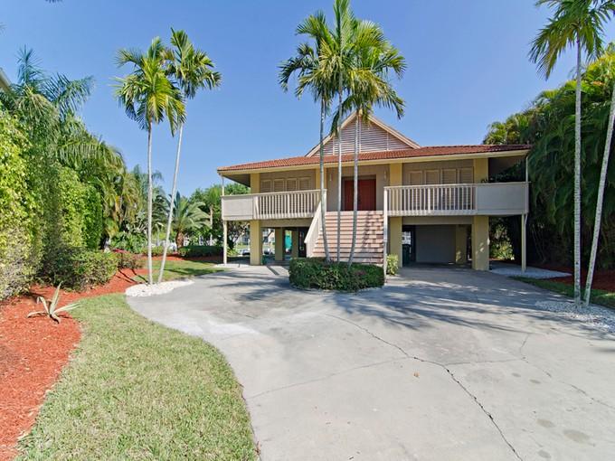 Vivienda unifamiliar for sales at MARCO ISLAND 1131  Vernon Pl Marco Island, Florida 34145 Estados Unidos