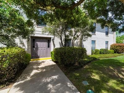 Eigentumswohnung for sales at Beautiful Condo in Farmington Commons 2611 Eisenhauer Rd 1604 San Antonio, Texas 78209 Vereinigte Staaten