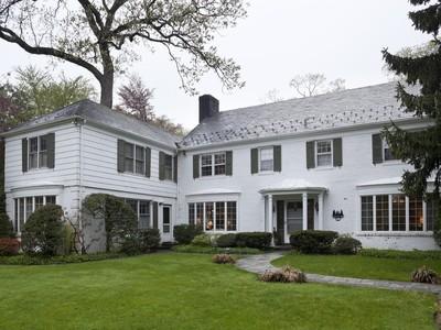 Einfamilienhaus for sales at Elderfields  Manhasset, New York 11030 Vereinigte Staaten