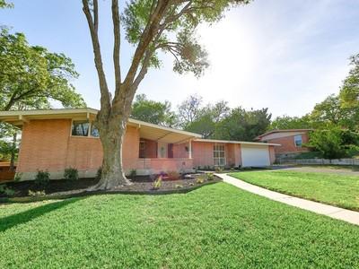 Nhà ở một gia đình for sales at Mid Century Modern in Oak Hills 111 Blue Hill Rd San Antonio, Texas 78229 Hoa Kỳ