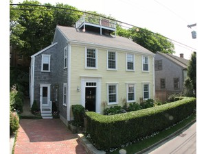 Vivienda unifamiliar for Ventas at Beautiful in Old Historic District 17 Lily Street  Nantucket, Massachusetts 02554 Estados Unidos