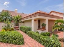 Adosado for sales at PELICAN BAY - BAY VILLAS 504  Bay Villas Ln   Naples, Florida 34108 Estados Unidos