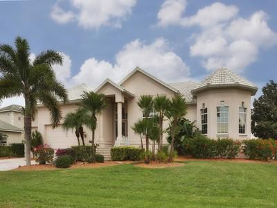 Casa Unifamiliar for sales at CAPE HAZE 380  Coral Creek Dr Placida, Florida 33946 Estados Unidos