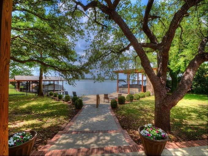 Nhà ở một gia đình for sales at Gorgeous Home on Beaver Island 28 Beaver Island Granite Shoals, Texas 78654 Hoa Kỳ