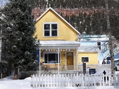 Villa for sales at 547 W Pacific Street  Telluride, Colorado 81435 Stati Uniti