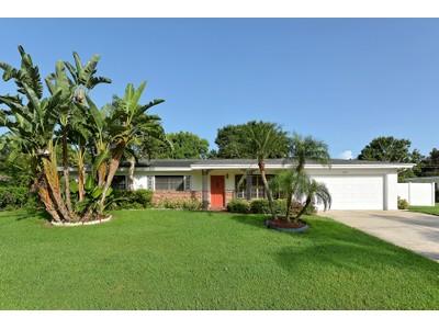 Nhà ở một gia đình for sales at SOUTHGATE 3632  Thornton Pl Sarasota, Florida 34239 Hoa Kỳ