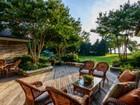 Casa para uma família for sales at Cottage 18 Plum Beach Point Rd Sands Point, Nova York 11050 Estados Unidos