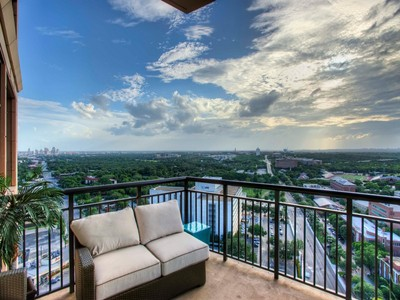 Copropriété for sales at Unparalleled Living at The Broadway 4242 Broadway 1903 San Antonio, Texas 78209 États-Unis