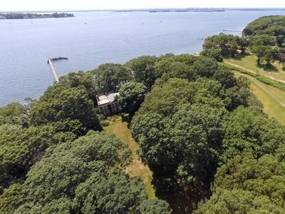 Maison unifamiliale for sales at Important Waterfront  Sands Point, New York 11050 États-Unis