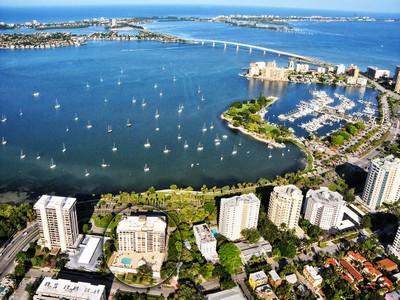 Кооперативная квартира for sales at ESSEX HOUSE 707 S Gulfstream Ave 504 Sarasota, Флорида 34236 Соединенные Штаты